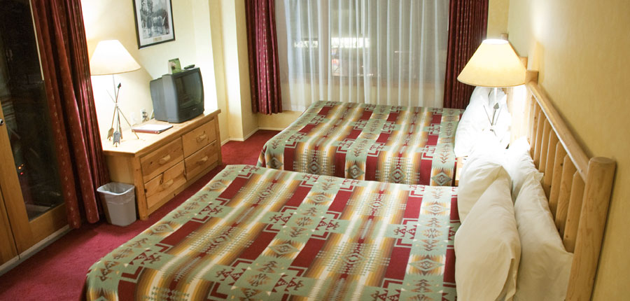 canada_big-3-ski-area_banff_brewesters_mountain_lodge_double_bedroom.jpg